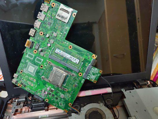ASUS K540LAマザーボード裏側